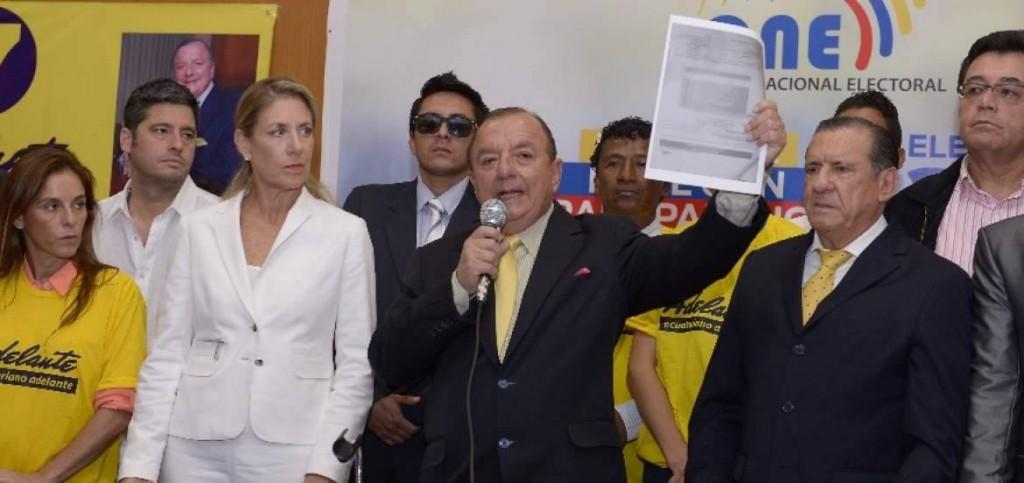 Alvaro Noboa Adelante ecuatoriano a