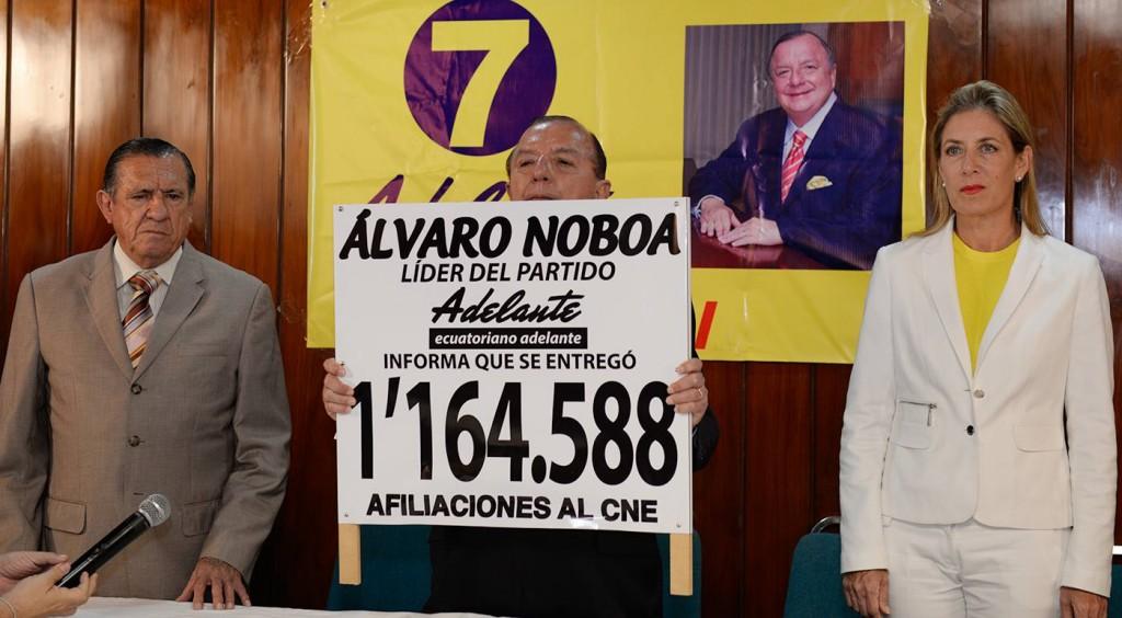 Alvaro Noboa Adelante ecuatoriano adelante